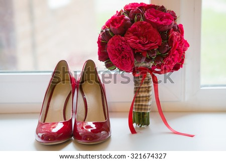 Red wedding shoes on the gatherings of the bride