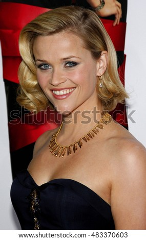 Reese Witherspoon at the World premiere of 'Four Christmases' held at the Grauman's Chinese Theater in Hollywood, USA on November 20, 2008.