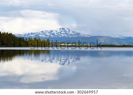 reflection of the mountain in the lake