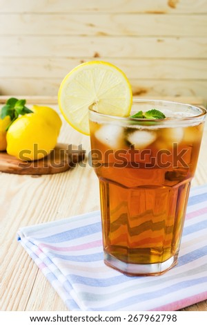 Refreshing ice tea with lemons and mint