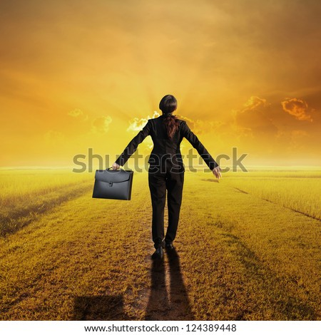 Relax business woman holding bag on Way of Grass Grass fields and sunset