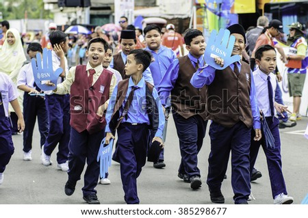Rembau Feb 29 2016 unidentifiede school parade at finishing line during Le tour de langkawi stage 6 tournament at rembau malaysia