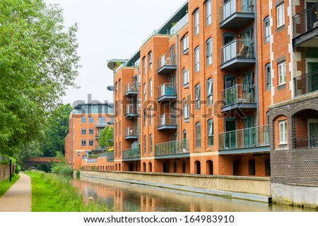 Residential building on the Oxford Canal. Oxford, Oxfordshire, England  - stock photo