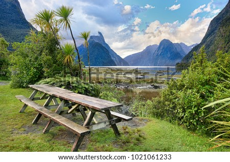 Rest area at Milford Sound (Fjordland, New Zealand)