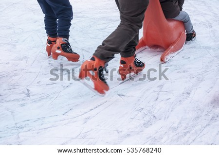 Slipping On Ice Banque d'Image Libre de Droit, Photos, Vecteurs et ...
