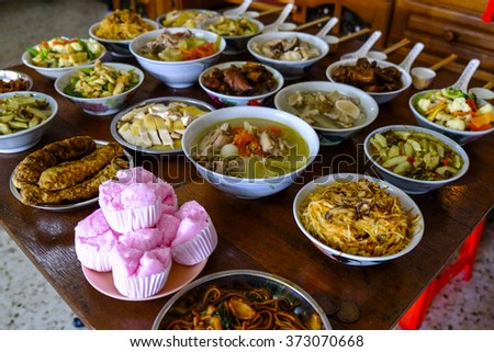 Reunion is a meaningful moment in the celebration of Chinese New Year. Mom's cooking is always the unforgettable food on the table. A symbol of love.