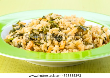 rice dish with green algae on wooden base