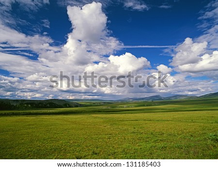 Richardson Mountains - Meadows and mountains in northern Canada, NWT