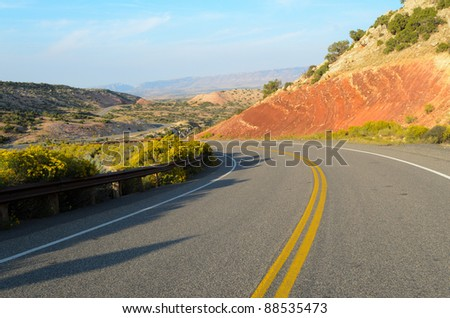 road through painted desert in Big Canyon National Recreation Area