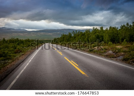 Road to infinity throu beautiful Norway landscape, dramatic sky