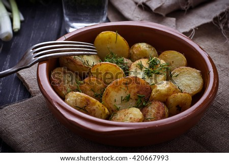 Roasted potatoes with dill. Selective focus