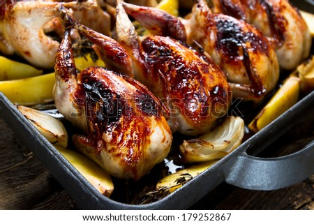 Roasted quails with potatoes, onions and herbs