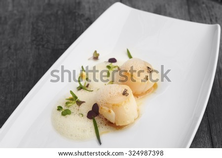 Roasted scallops with herbs and butter