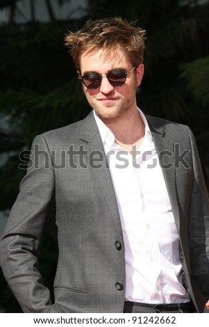 Robert Pattinson at the 'Twilight' Hand and Footprint Ceremony, Chinese Theater, Hollywood, CA 11-03-11