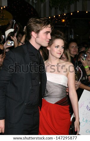"Robert Pattinson & Kristen Stewart arriving to the World Premiere of ""Twilight"" at Mann's Village Theater in Westwood, CA November 17, 2008"