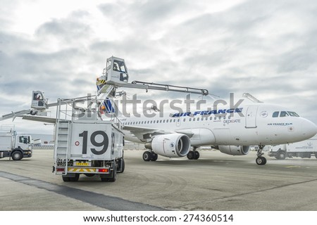ROISSY, FRANCE - OCTOBER 10, 2014 : Airliner Airbus A319 from Air France during cleaning - stock photo
