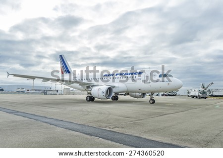 ROISSY, FRANCE - OCTOBER 10, 2014 : Airliner Airbus A319 from Air France waiting for review - stock photo