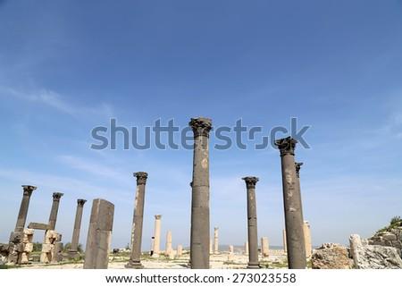 Roman Corinthian columns in Umm Qais (Umm Qays) --is a town in northern Jordan near the site of the ancient town of Gadara. Umm Qais is one of Jordan's most unique Greco Roman Decapolis sites - stock photo