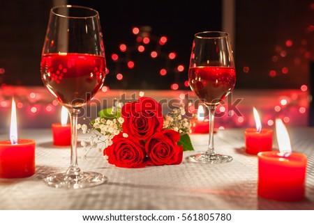 thiết lập bữa ăn tối lãng mạn.
