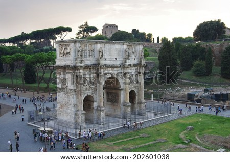 ROME, Italy - SEPTEMBER 27: Arch of Constantine on September 27, 2011 in Rome Italy. Crowds of tourists visiting the Arch of Constantine in the ancient Roman forum area