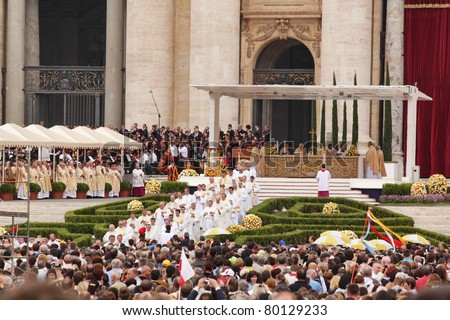 ROME - MAY 1 : pilgrims listen to the mass during the celebration for the beatification of Pope John Paul II on may 1, 2011 in Rome - stock photo