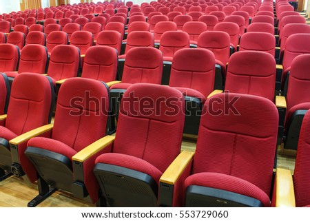 Room for seminar with a lot of red chairs.