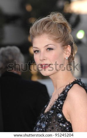 "Rosamund Pike at the Los Angeles premiere of ""Fracture"". April 12, 2007  Los Angeles, CA Picture: Paul Smith / Featureflash"