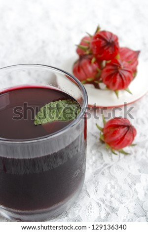 Roselle juice and fresh roselle
