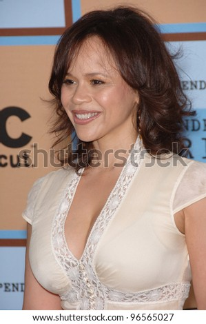 ROSIE PEREZ at Film Independent's 2006 Independent Spirit Awards on the beach in Santa Monica. March 4, 2006  Santa Monica, CA  2006 Paul Smith / Featureflash