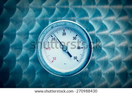 Round industrial thermometer