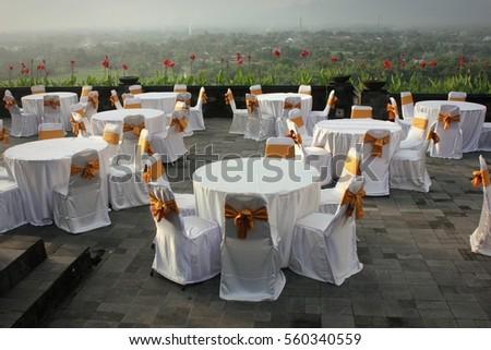 wedding reception round tables