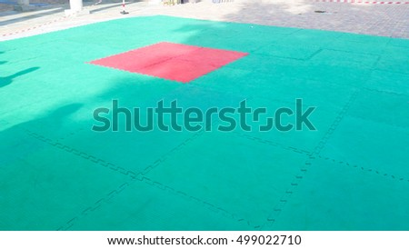 rubber flooring which usually is used for sporting performances in the street