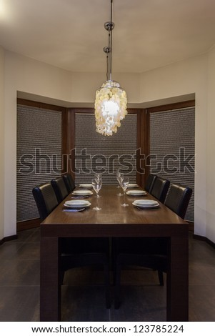Ruby house - Table set in contemporary dining room