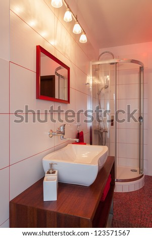 Ruby house - Wash basin and shower in red and white bathroom