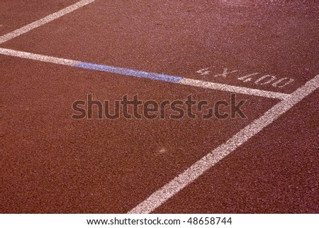 Running lanes on a track in play gorund