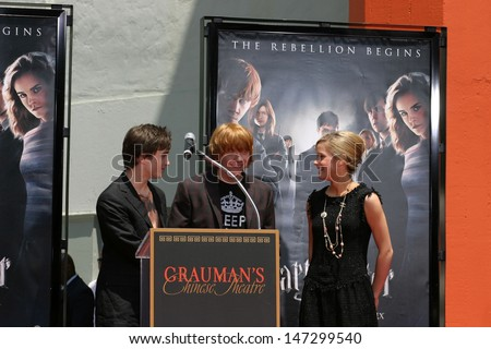 Rupert Grint, Daniel Radcliffe, and Emma Watson Harry Potter Handprint/Footprint/Wandprint Ceremony Grauman's Chinese Theater Los Angeles, CA July 9, 2007