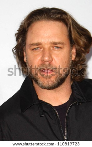 "Russell Crowe at the ""3:10 To Yuma"" Los Angeles Premiere. Mann National Theatre, Westwood, CA. 08-21-07"