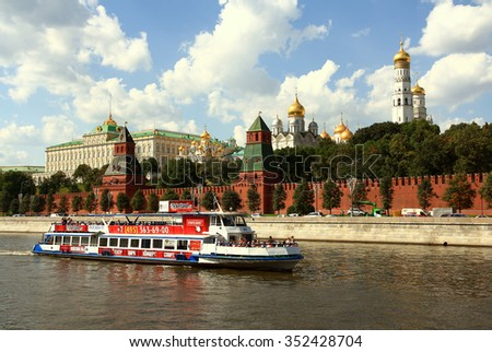 RUSSIA. MOSCOW - AUGUST 20, 2014: Pleasure boats are sailing in Moscow - river on a background of the Moscow Kremlin  day.