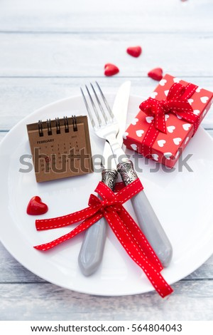 lập bảng Rustic cho bữa ăn tối St Valentine