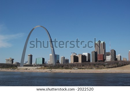 Saint Louis arch with skyline on a sunny day