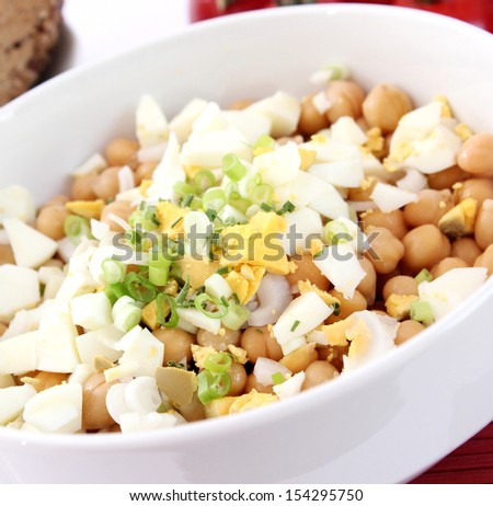 salad of chick peas with eggs