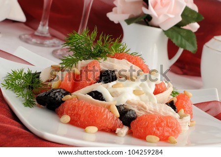 Salad of grapefruit and prunes with chicken, covered with pine nut yogurt