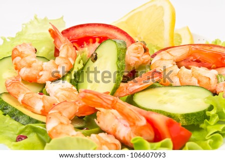 salad of royal shrimps and fresh vegetables