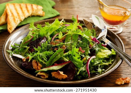 Salad with beets, blue cheese, walnuts with vinaigrette