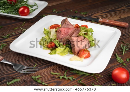 salad with roast beef and fresh vegetables