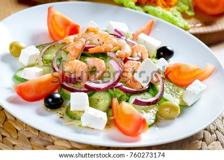 salad with shrimp and cheese