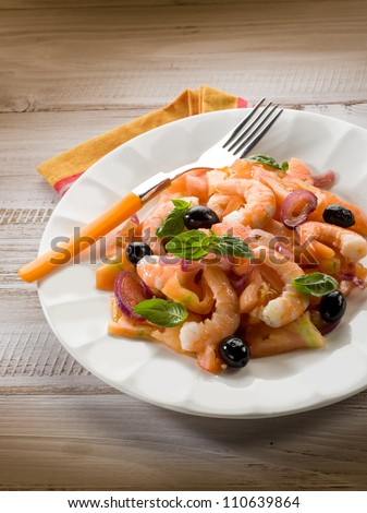 salad with shrimp tomatoes and black olives