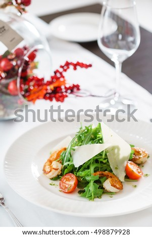 salad with shrimps and arugula