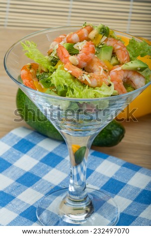 Salad with shrimps and avocado with icberg and yellow pepper