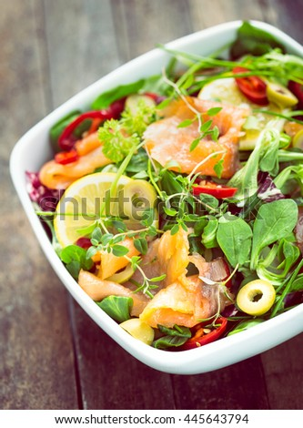 Salad with smoked salmon and lemon